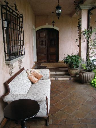 La Casa Rosada: Common Area