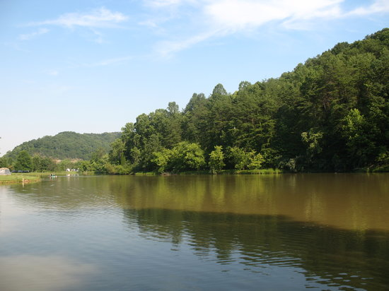 Barboursville, Wirginia Zachodnia: View of the lake from our site.