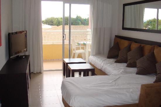 Prinsotel La Dorada: lounge area in apartment