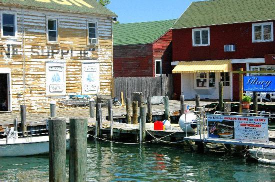 Silver Sands Motel & Beach Cottages: Greenport Harbor