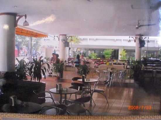 Queen Pattaya Hotel: reception