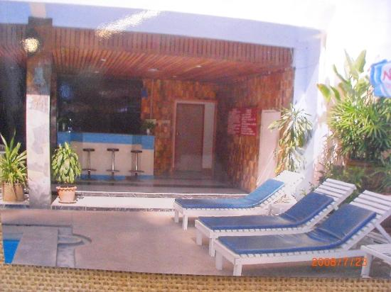 Queen Pattaya Hotel: pool