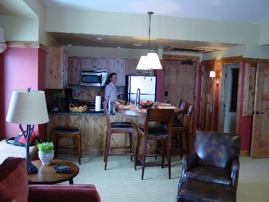 Teton Springs Lodge and Spa: View of room towards kitchen area and the infamous wooden table