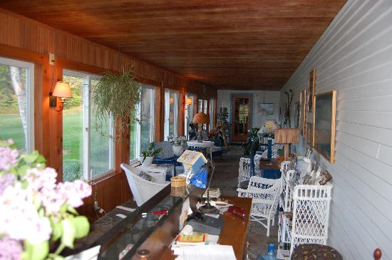 Silver Spruce Inn: common area on the porch