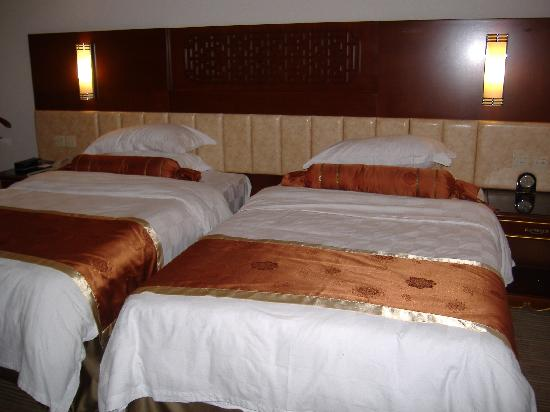 Capital Hotel Beijing: 2 double beds