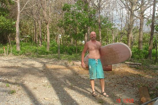 Shaka Beach Retreat: Ready to Surf