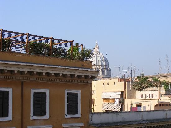 โรงแรมอเมเรีย: view of the vatican from room 506