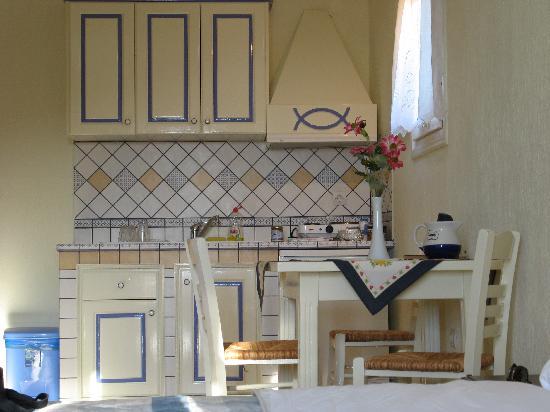 Chiliadromia Studios: Kitchen