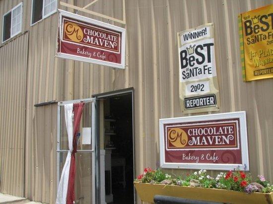 Chocolate Maven Bakery & Cafe : Outside Chocolate Maven