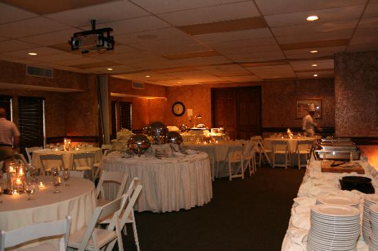 Northwest Forest Conference Center & Hotel: The ambiance in the dining room was great.