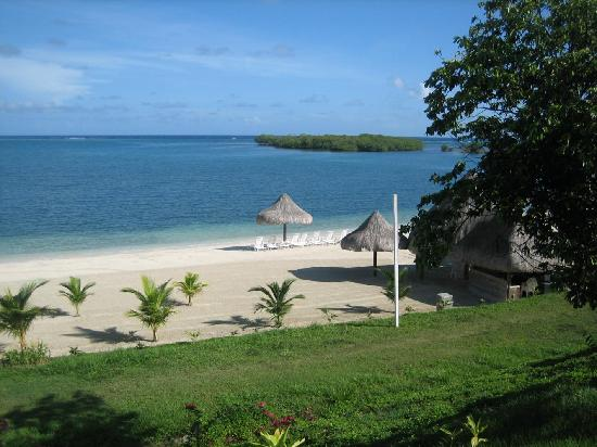 Turquoise Bay Dive & Beach Resort: Playa privada del hotel