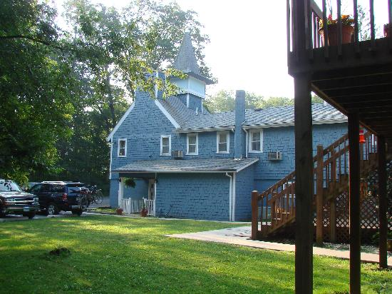 Carmel Cove Inn at Deep Creek Lake: Rear of Inn