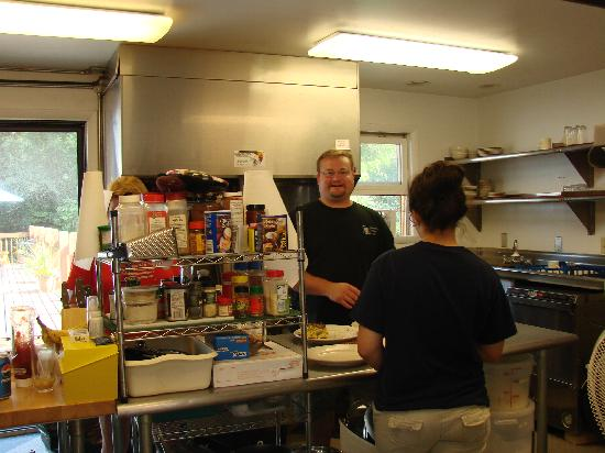 Carmel Cove Inn at Deep Creek Lake: Keith and Heather in the kitchen