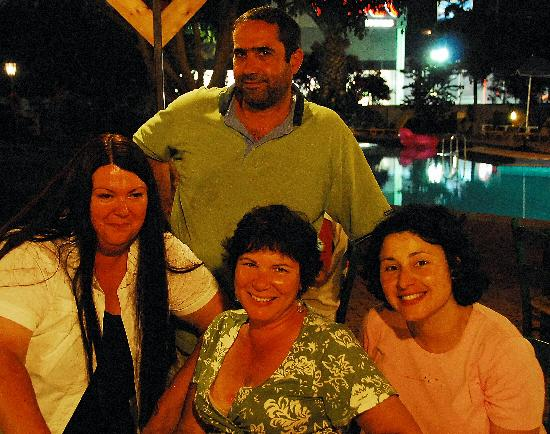 Lefka Apartments: At the bar with friend and our marvelous hosts..