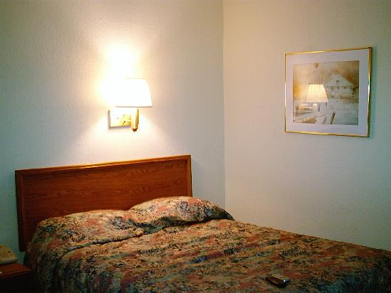 Howard Johnson Vero Beach/I-95: bed was clean and comfortable