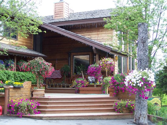 Alaskan Frontier Gardens Bed and Breakfast: Fabulous Flowers
