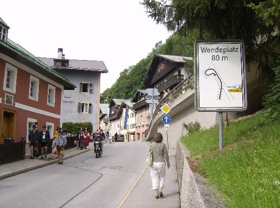 Hotel Krone: More of the walk to the hotel with sign showing the turnaround you need to use to get there!