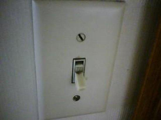 Hotel Point Loma:                   Sticky light switch