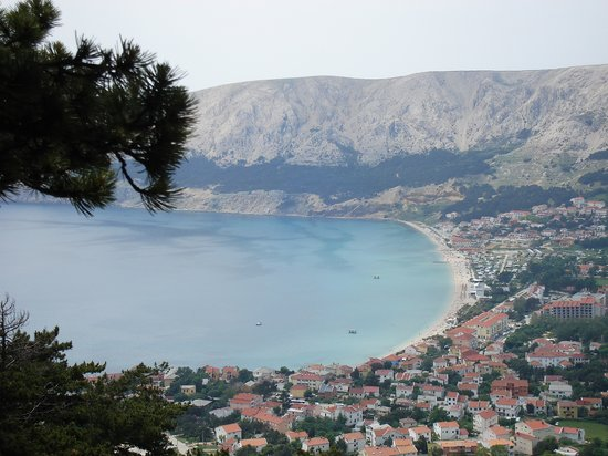 Baška, Kroatië: Baska from the hills