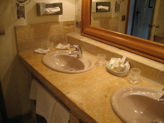 Relais & Chateaux - Hostellerie de Levernois : Salle de bain
