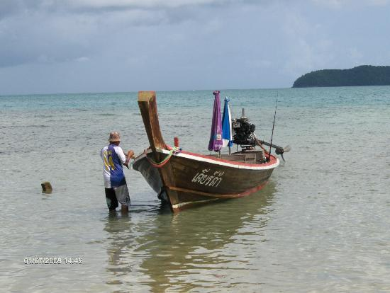 Cape Panwa Hotel: Get a local boatman to take you to coral island