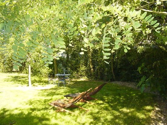 La Petite Clavelie : Petit coin repos dans le jardin