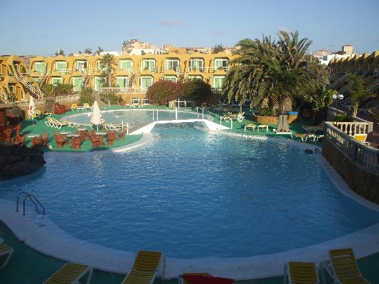 Aparthotel Horizonte Bay : pool view1