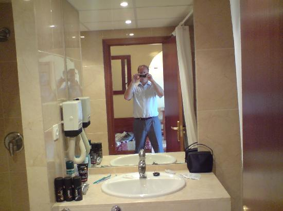 Bathroom picture of myramar fuengirola hotel fuengirola for Bathrooms fuengirola