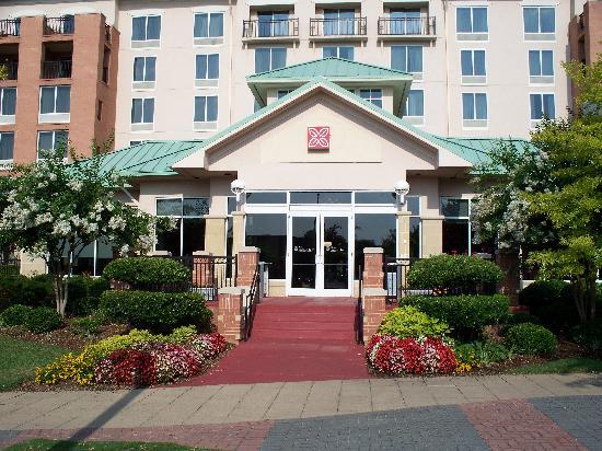 Hilton Garden Inn Chattanooga Downtown: Front entrance