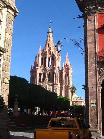Casa del Mayorazgo de Canal : cerca de la plaza principal..