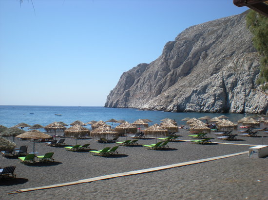 Sunflower Hotel: Kamari Beach from one of the Taverna's.