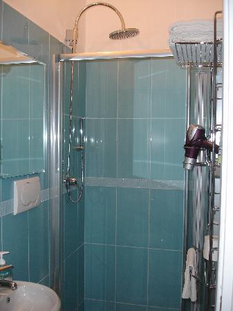La Casa Rosa Suite: New bathroom