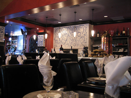 Giuseppe's Cucina Rustica: Dining room and bar