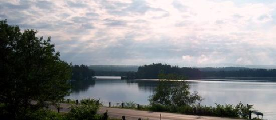 Travelodge Tilton/lake Winnisquam: This is Lake Winnisquam taken from in front of my room at the Country Lake Resort