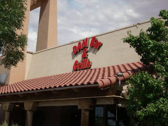 Dam Bar & Grille : Front Entrance