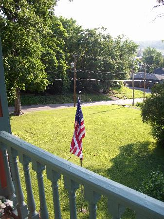 Branson House Bed & Breakfast: View from the balcony at 8 AM.