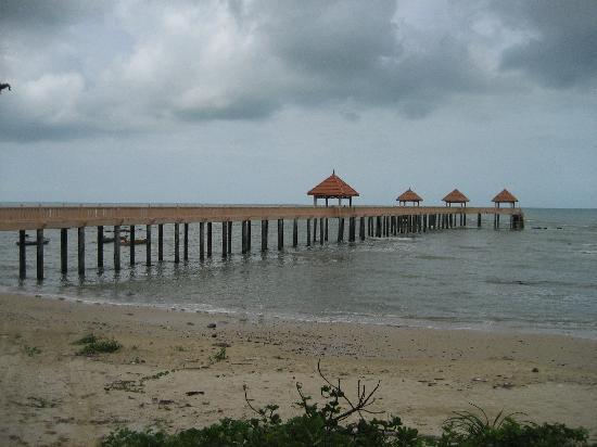 Balau Bay Resort : Nearby Jetty