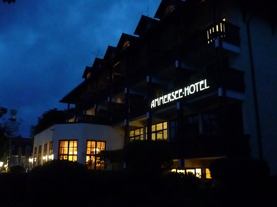 Ammersee Hotel: Night View Of Rear / Lakeside