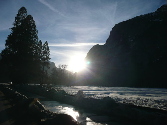 Yosemite National Park, Californien: The sun starting to go down across Yosemite Valley