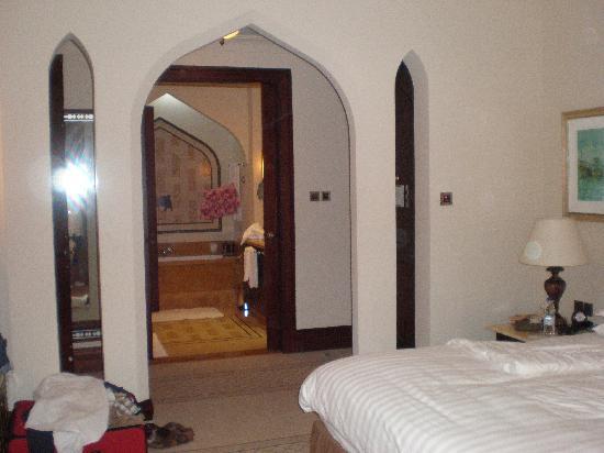 Shangri-La Hotel, Qaryat Al Beri, Abu Dhabi : Our room