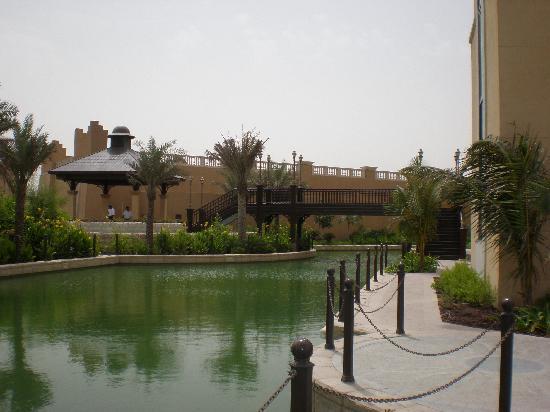 Shangri-La Hotel, Qaryat Al Beri, Abu Dhabi : The water way where the gondalas travel