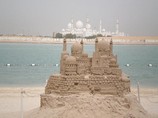 Shangri-La Hotel, Qaryat Al Beri, Abu Dhabi : sandcastle of the mosque
