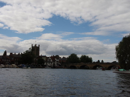 Henley-on-Thames, UK: View of Henley from West of the Bridge
