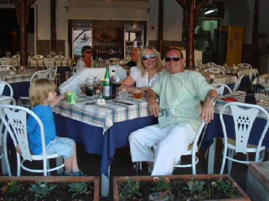 Hotel Dania : restaurant in marina de puglio