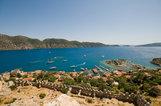 Kemer, Tyrkiet: The view of Kekova from the castle at Simena