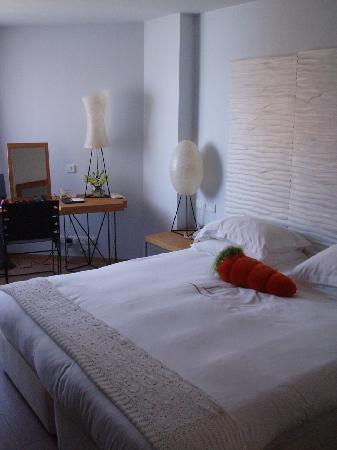 Londa Hotel : Inside a Standard Side Sea View Room