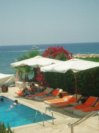 Londa Hotel: Around the pool