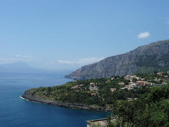 Acquafredda, Italien: View across the bay
