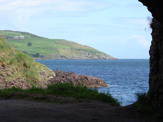 Condado de Antrim, UK: Antrim coast from Cushendun, Co Antrim; N.Ireland