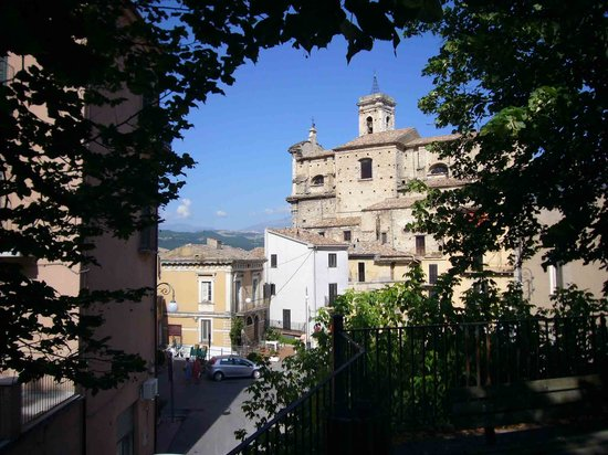 Bomba, Italy: Church in the village